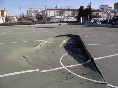 Readecuacion cancha baloncesto el carmen bello pionerosbello for Pisos parque goya 2